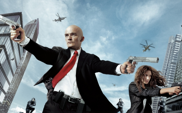 Agent 47 in his 2 handed game pose